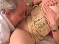 Старый дед трахает молодую дочь